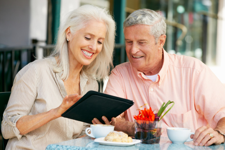 image-646340-couple_with_tablet.jpg
